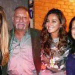Shibani Dandekar With Her Parents And Sister