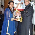 Arunima Sinha Getting Padma Shri From Pranab Mukherji