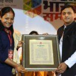 Arunima Sinha Getting Yash Bharti Award By Akhilesh Yadav