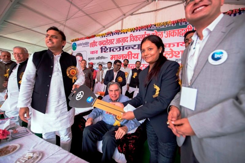 Arunima Sinha Honoured By Akhilesh Yadav