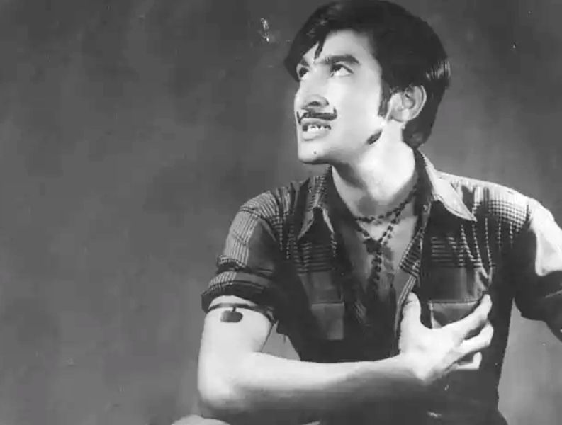 Ravindra Kaushik During A Theatre Performance In His College Days