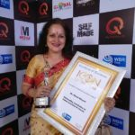 Himani Shivpuri With Icon of The Year Award
