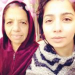 Jasmine Sandlas with her mother