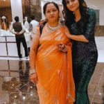 kanika chaudhary with her mother