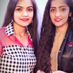 Asees Kaur with her sister Deedar Kaur