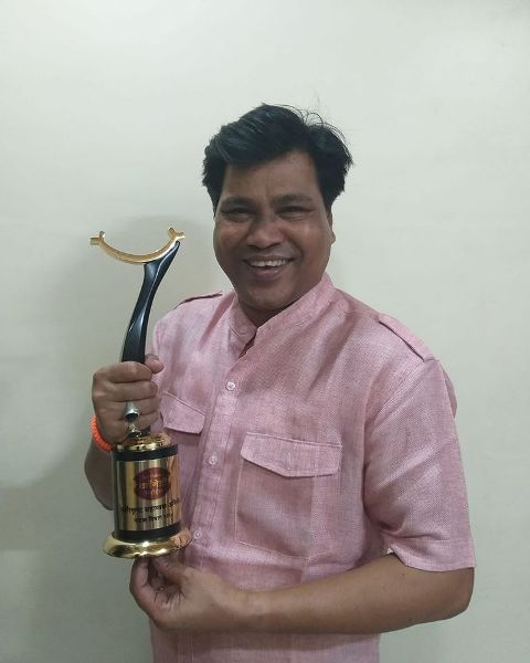 Digamber Naik with his award