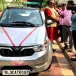Giriraj Singh With His Car Mahindra e20