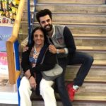 Manish Paul with his mother