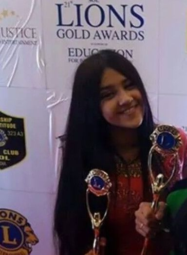 Roshni Walia with an award