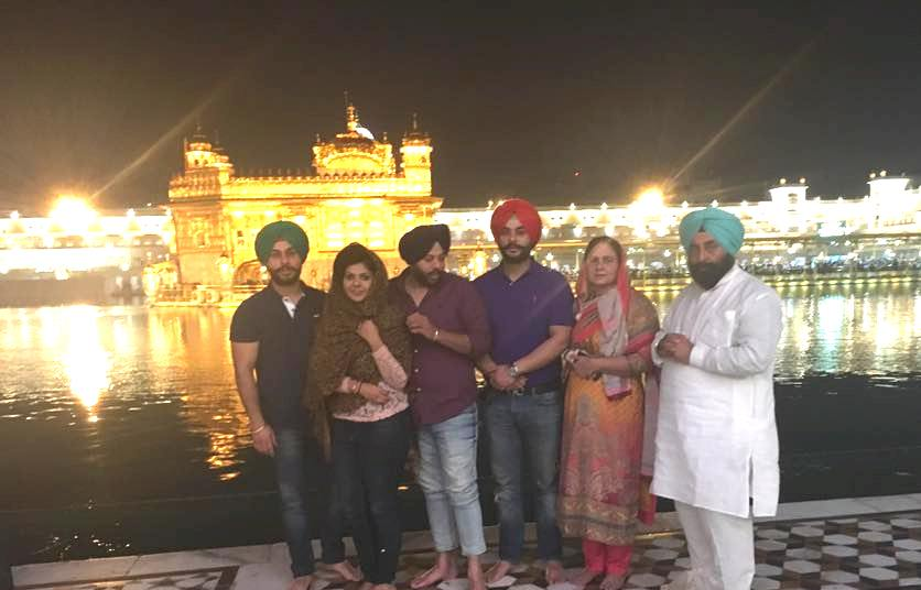 Alam Makkar with his Family at the Golden Temple