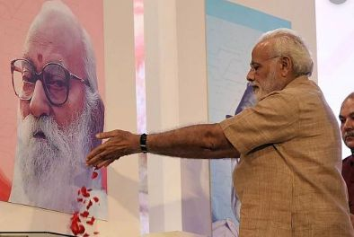 Narendra Modi paying tribute to Nanaji Deshmukh on his Jayanti