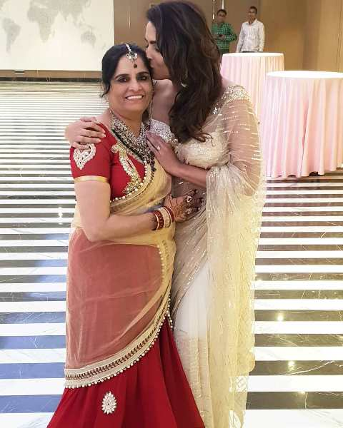 Ruhi Chaturvedi with her mother