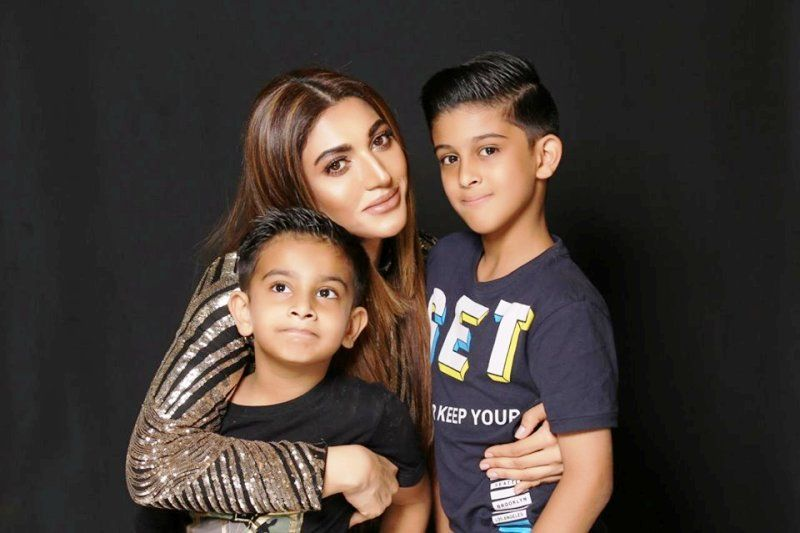Sana Fakhar With her Kids