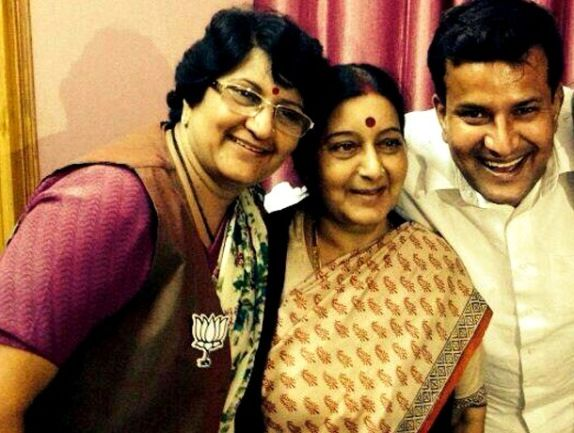 Sushma Swaraj With Her Sister Vandana Sharma & Her Brother Dr. Gulshan Sharma