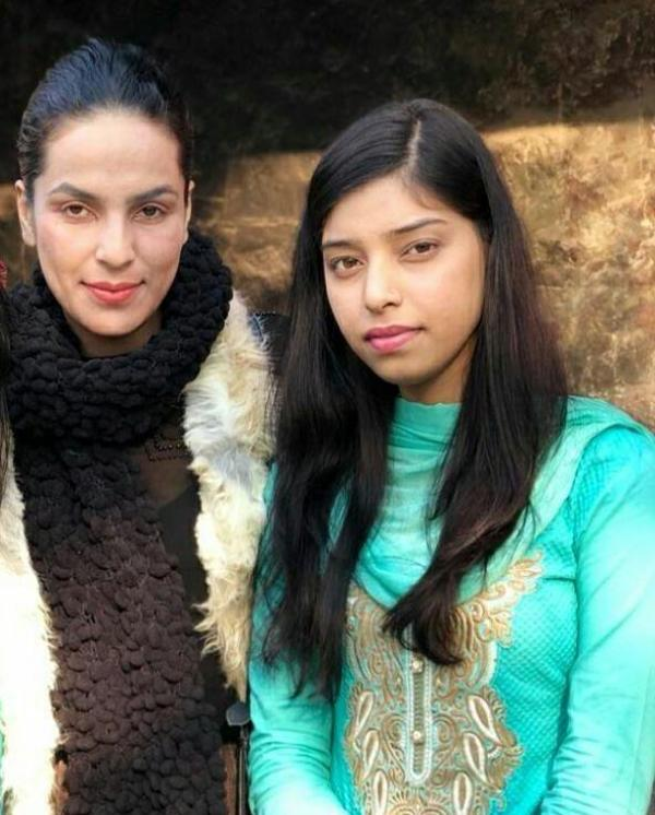 Amber Zaidi with her sister