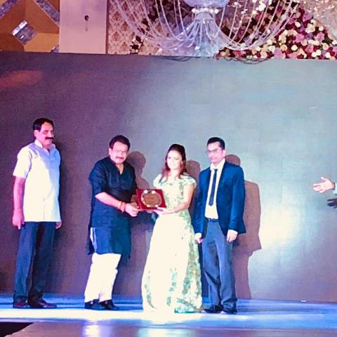 Devoleena Bhattacharjee receiving Hindi Ratna Award