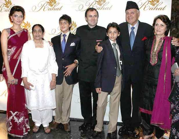 Payal Nath with her husband, children, Father-in-law, and other family members