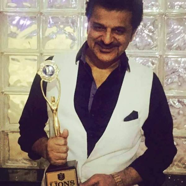 Rajesh Khattar with His Award