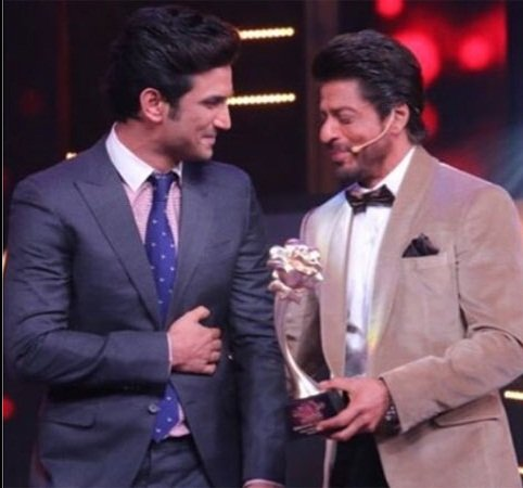 Sushant Singh Rajput receiving an award