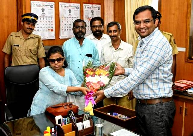 Pranjal Patil taking charge as Sub Collector