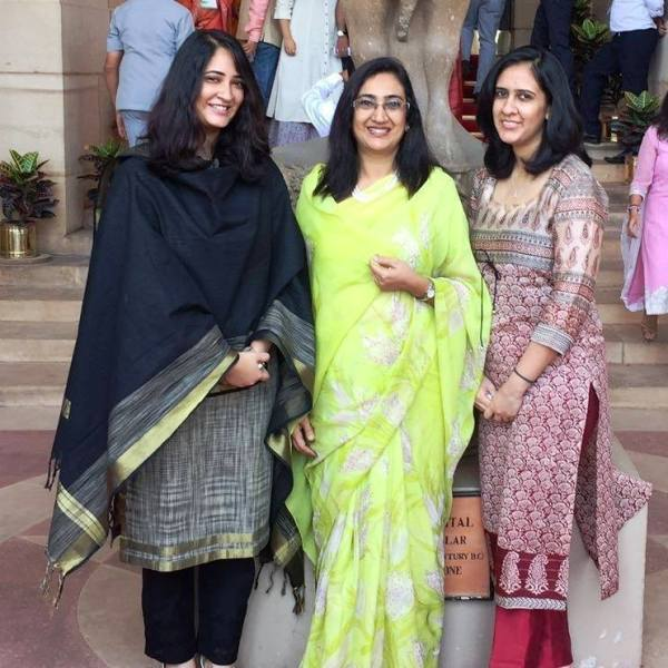 Bipin Rawat Wife (centre) and Daughters