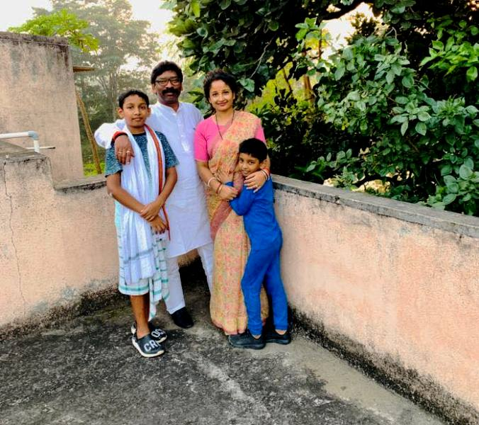 Hemant Soren with his wife and kids
