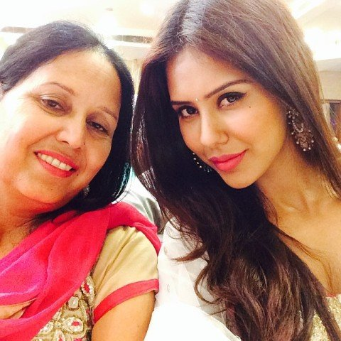 Sonam Bajwa and her mother