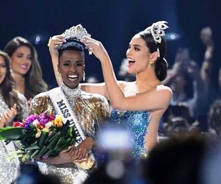 Zozibini Tunzi Being Crowned as Miss Universe 2019