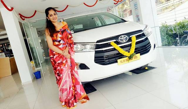 Arya Rohit with her car