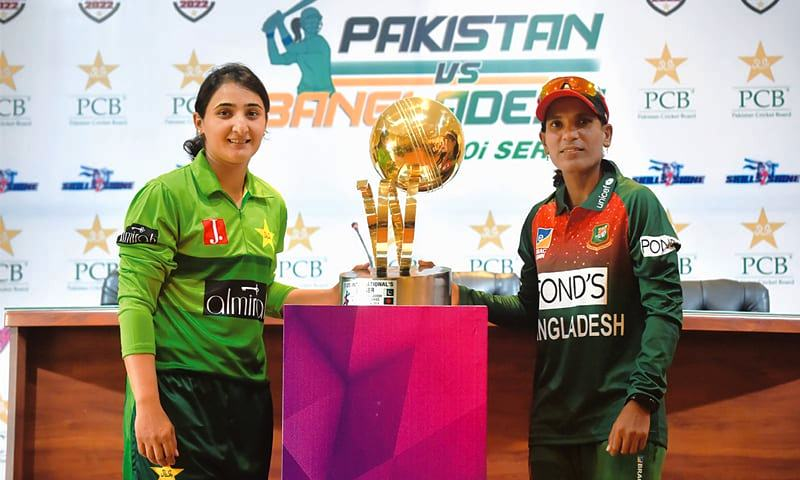 Bismah Maroof with the captain of the Bangladesh Women's team