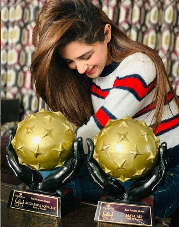 Maya Ali Posing with her Galaxy Lollywood Award