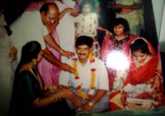 Sunita Kejriwal with Arvind Kejriwal on their wedding day