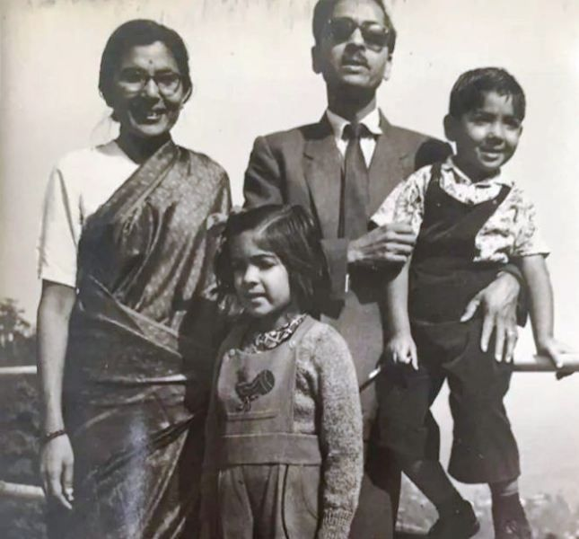 An Old Picture of Neena Gupta Posing with Her Family