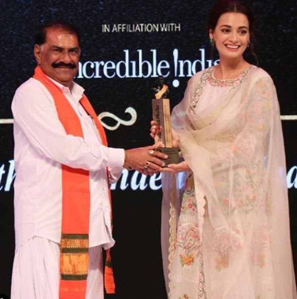 Dia Mirza Receiving her Dadasaheb Phalke International Film Festival Award