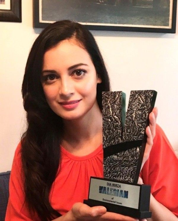 Dia Mirza with her Valerian Trophy