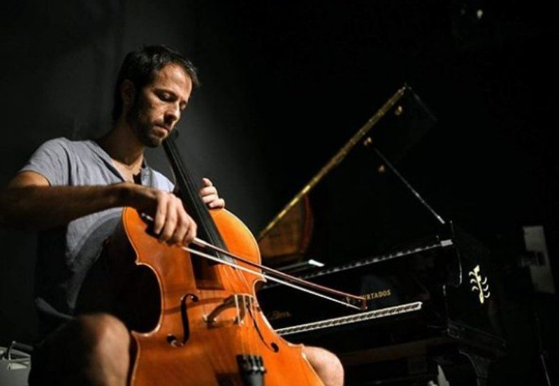 Guy Hershberg Playing Cello