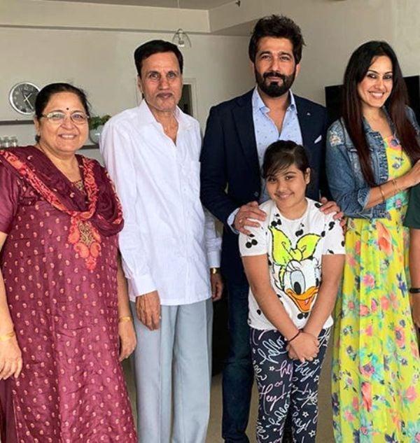 Kamya Punjabi with Her Parents, Daughter, and Shalabh