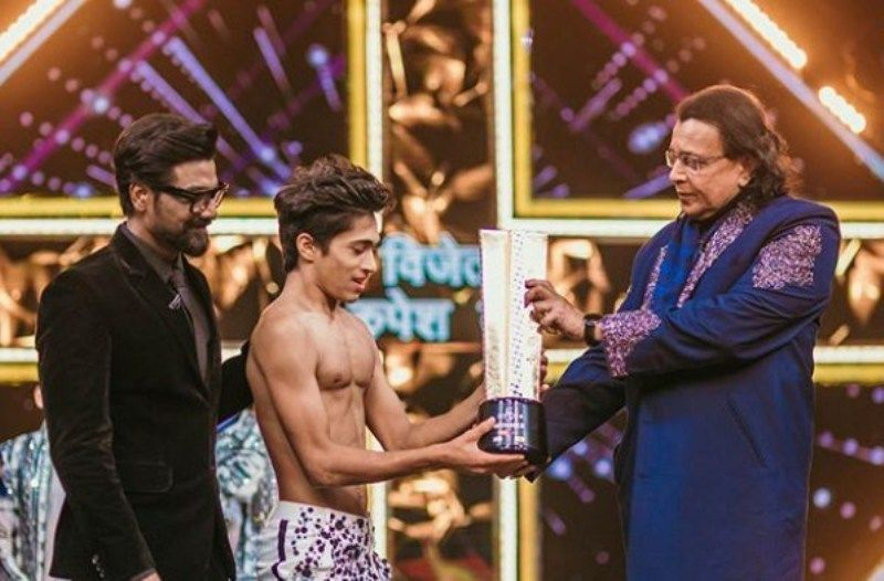 Rupesh Bane Receiving his Dance Plus Trophy