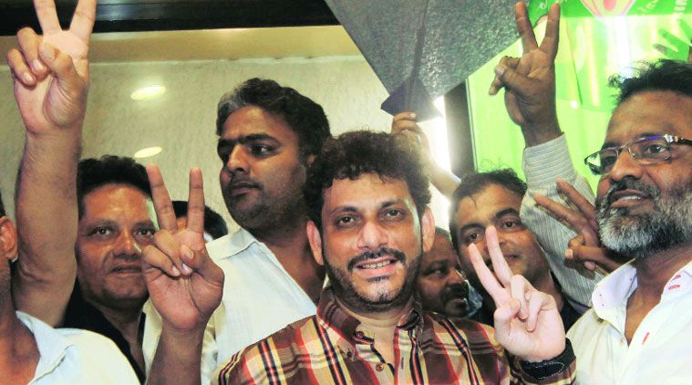 A picture of Waris Pathan after winning Byculla seat