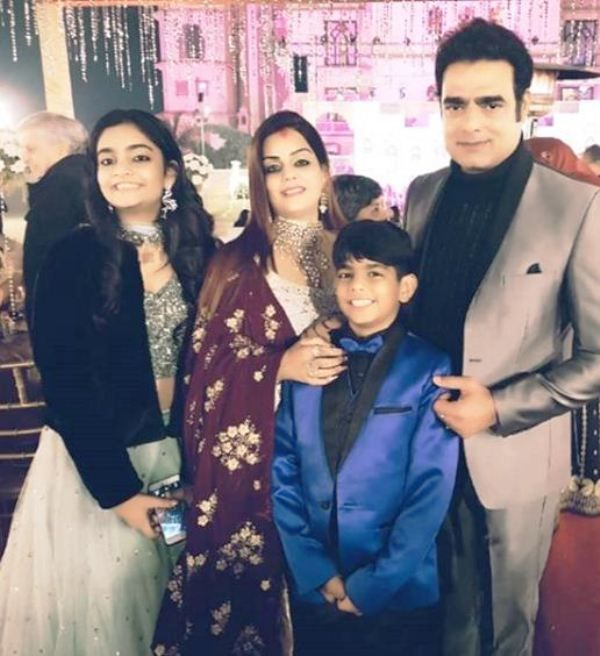 Abhimanyu Singh With His Wife and Children