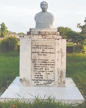 Bust of Munshi Premchand in Pratapgarh