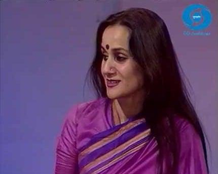 Nalini Singh presenting news on Doordarshan