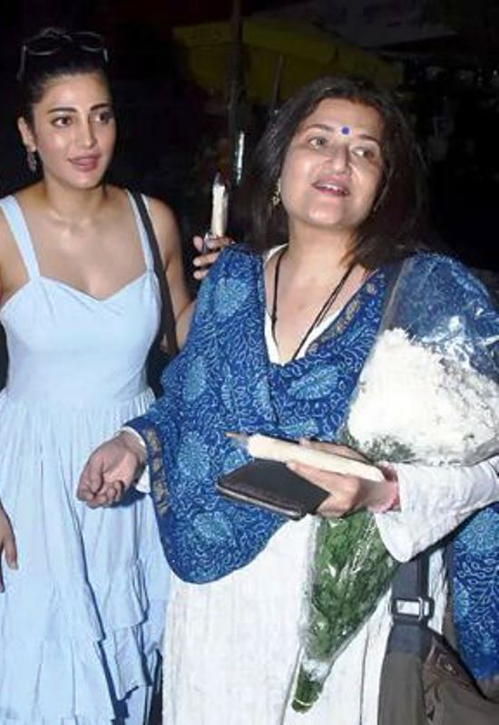 Shruti Haasan With Her Mother