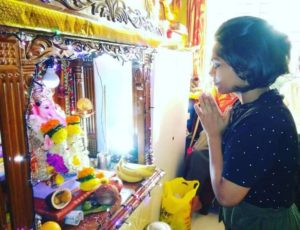 Sonal Vichare with the idol of Lord Ganesha