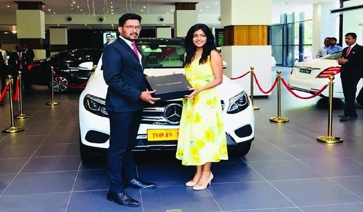 Eesha Rebba with her car