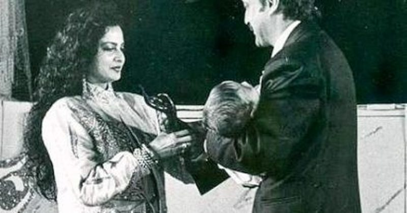 Jackie Shroff receiving the Filmfare Award for Best Actor for Parinda