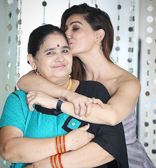 Kangna Sharma with her mother