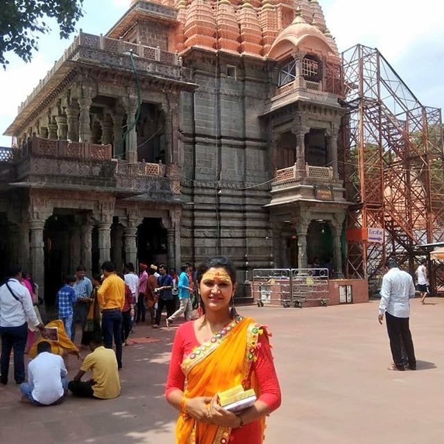 Naina Yadav outside Mahakaleshwar Temple