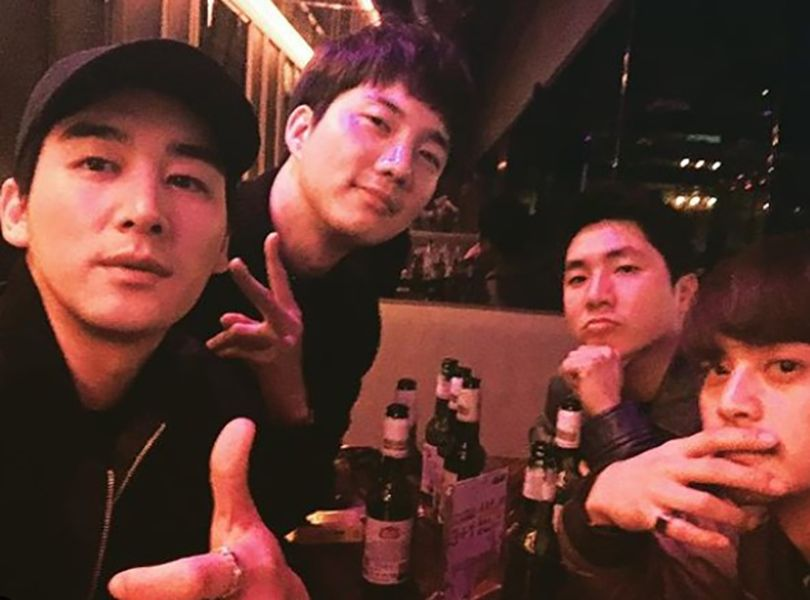 Oh Chang-seok Drinking Soju (an alcoholic drink) with his Friends
