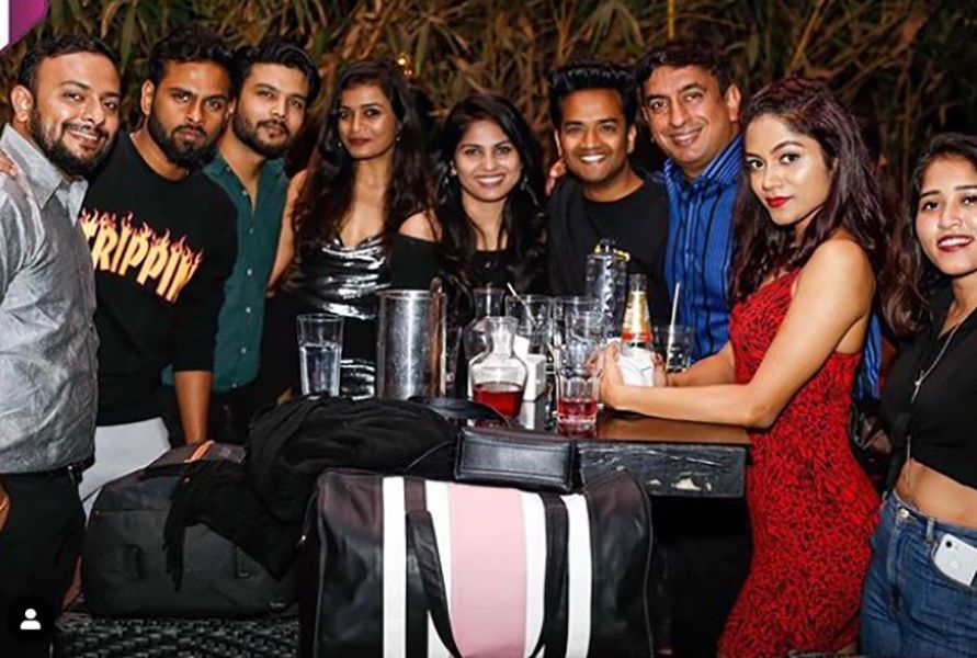Sonali Bhadauria Drinking Alcohol with her Friends